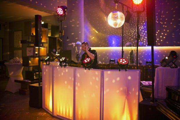 Hudba na večírek a oslavu