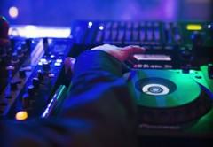 DJ na maturitní večírek