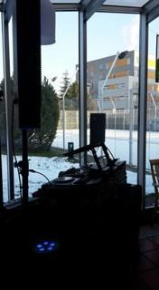 boční pohled na DJ stage