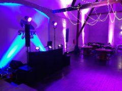 večerní nasvícení sálu