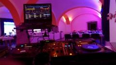 pohled od DJe na taneční parket