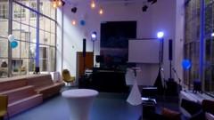 DJ stage s projekcí