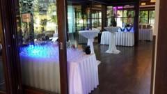 osvětlení nápojových stolů
