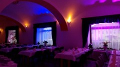 scénické nasvícení sálu