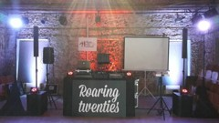 DJ stage v zadní části