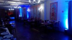 scénické osvětlení zdí salonku